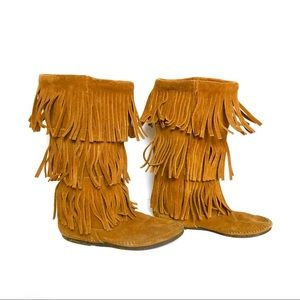 😍 Minnetonka 3 layer Fringe Boots!